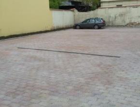 Rekonstrukce zpevněné plochy na parkoviště – Říční 456/10, Praha 1